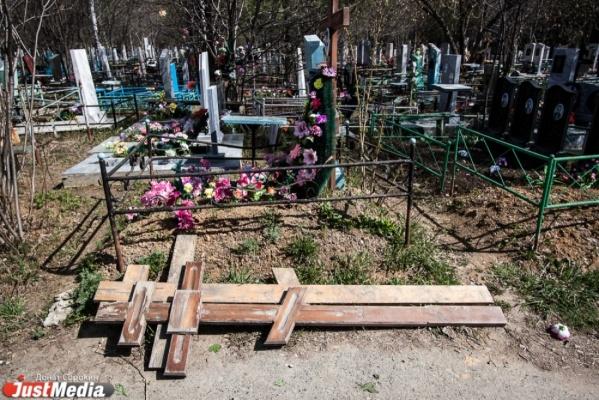 В Нижней Туре задержаны похитители кладбищенских оградок