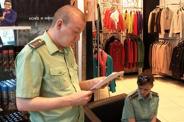 Продавцы меха незаконно возобновили свою работу в закрытом ТЦ Mondial