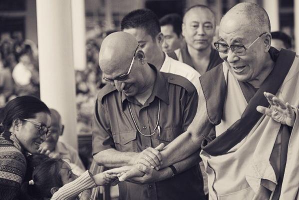 Уральский фотопутешественник сделал уникальные снимки с учений Далай-ламы