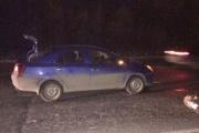 Шел по проезжей части в темной одежде. В Екатеринбурге под колесами легковушки погиб пешеход