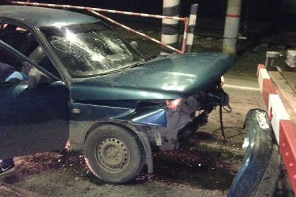 Подростки, уходя от ГИБДД на угнанном автомобиле, попали в ДТП
