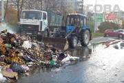 Возле ГКБ №40 загорелся мусоровоз