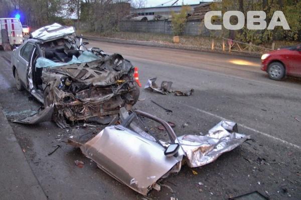 На Шефской Nissan Bluebird врезался в прицеп грузовика. Водитель легковушки погиб на месте