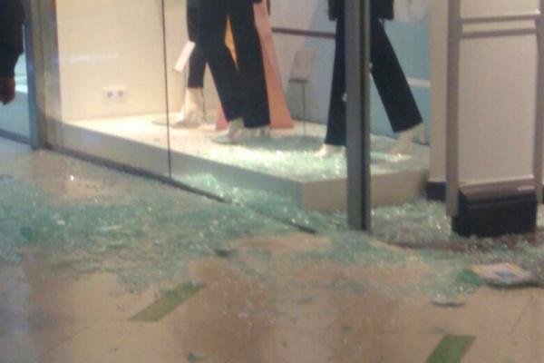 В одном из магазинов ТЦ «Радуга Парк»  обрушилась витрина