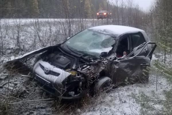 На Серовском тракте водитель грузовика, уснув за рулем, раздавил легковушку