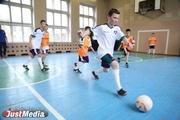 «Спортивная адаптация необходима детям». Фонд «Общество Малышева 73» подарил детским домам профессиональных тренеров
