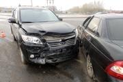 В Каменске-Уральском водители не поделили круговой перекресток. Два человека получили травмы