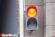 На перекрестке 8 Марта—Шварца и остановке «Ювелирная» уже два дня не работают светофоры
