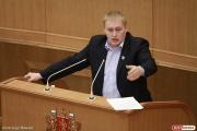 «Это равнодушие к памяти о войне». Депутат Андрей Альшевских обвинил власти Ирбита в халтурном ремонте обелиска