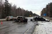 Два человека погибли в лобовом столкновении автомобилей на трассе М5 под Екатеринбургом