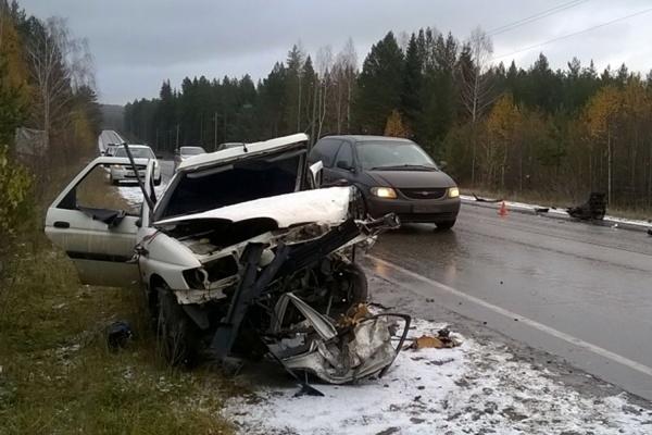 Выезд на встречную полосу стал причиной гибели водителя вблизи Верх-Нейвинского