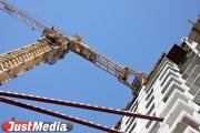 В Екатеринбурге на стройке погиб рабочий — сорвался с высоты