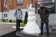 Студенты Горного университета слепили из снега ректора Николая Косарева