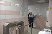 Работница рынка пыталась смыть новорожденного младенца в унитаз