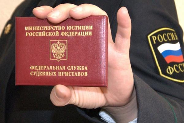 Жительнице Артемовского пришлось оплачивать штрафы золотом