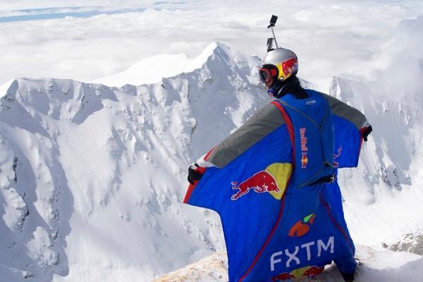 Прыжок с 7700 метров: российский бейсджампер Валерий Розов установил в Гималаях новый мировой рекорд