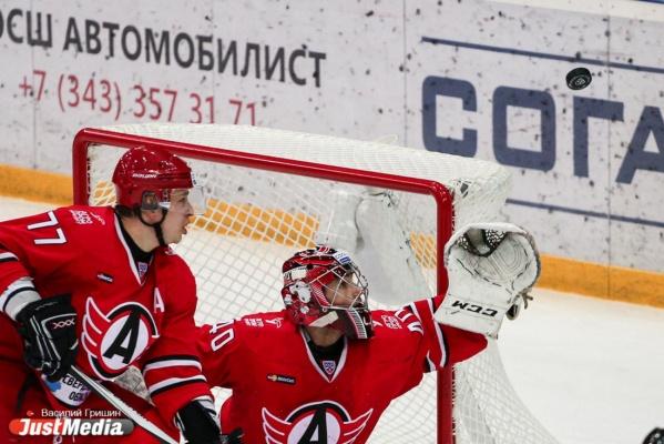 ХК «Автомобилист» продолжил победную серию игрой против «Нефтехимика»