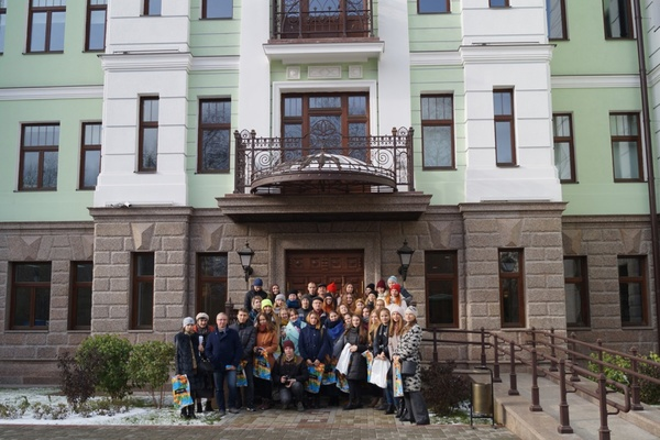 «Для будущего архитектора это — бесценный опыт». Для уральских студентов провели экскурсию по самому красивому зданию Екатеринбурга