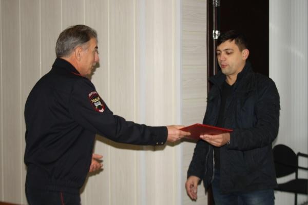 Демин лично наградил екатеринбуржца, который задержал водителя, сбившего ребенка и скрывшегося с места ДТП