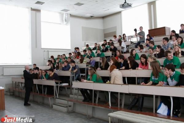 Большинство школьников боятся жить без высшего образования
