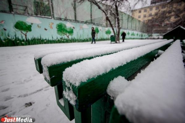 «Вывезено более двух тысяч тонн снега». Власти Екатеринбурга и области отчитываются о борьбе с последствиями снегопада