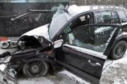 На Шарташе Ford въехал под автобус. Водитель погиб, подросток-пассажир покалечился. ФОТО