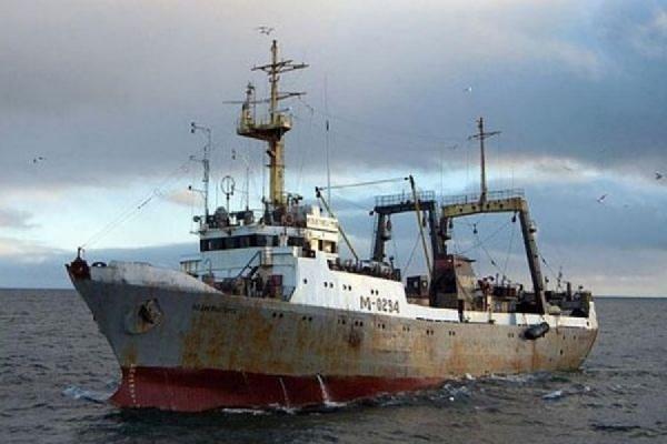 В Охотском море на траулере произошел пожар