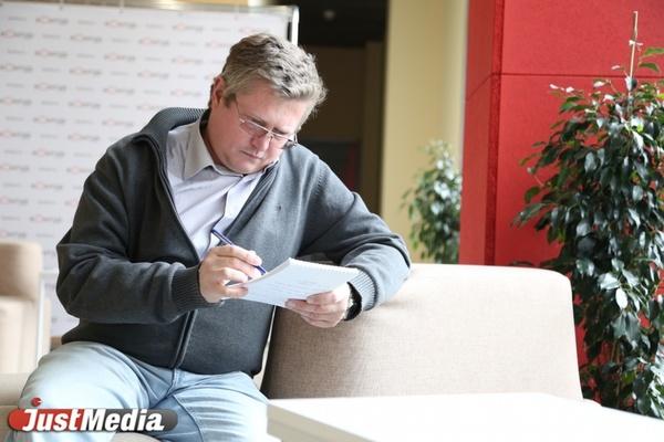 Во вторник в Екатеринбурге пасмурно и —7 градусов. Общественник Андрей Старцев: «Осень для меня — как маленький отпуск». ФОТО, ВИДЕО.
