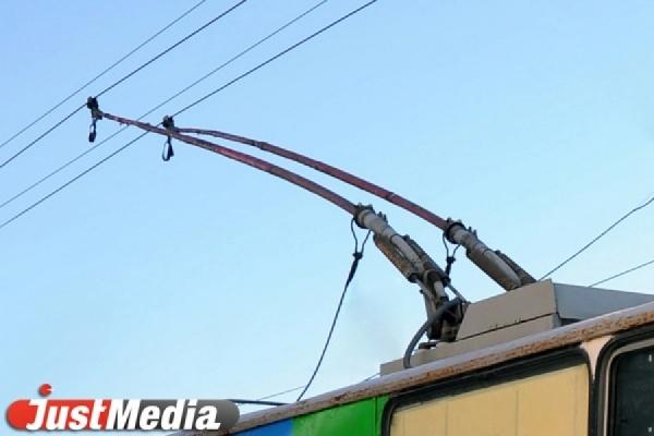 Обрыв провода остановил движение троллейбусов на Уралмаше