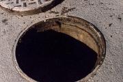 На Уралмаше из канализационного люка повалил пар