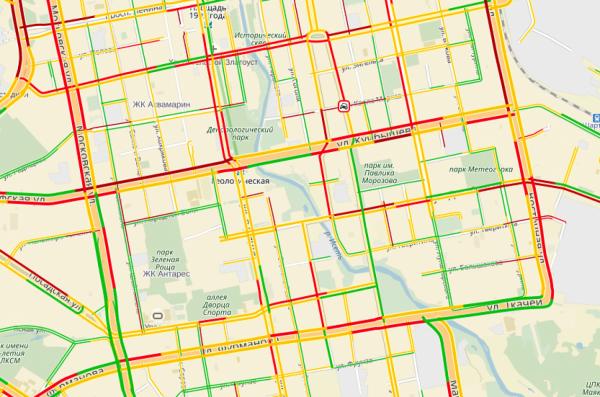 Мелкие ДТП и огромные заторы на дорогах. Екатеринбург вновь утопает в пробках