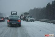 На Московском тракте водитель «Ларгуса» собрал ограждение и Subaru. Пострадали четыре человека
