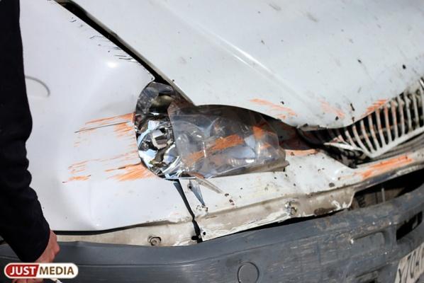 На ЕКАДе бесправный водитель «Газели» врезался в фуру