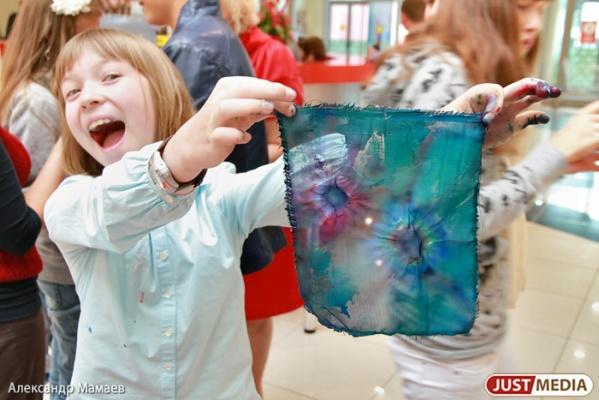 Маленькие жители Екатеринбурга создадут серию авторских открыток про мам