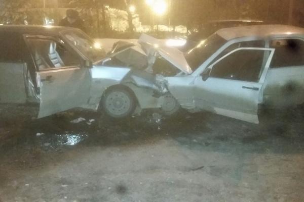 В массовом ДТП на трассе под Березовским пострадали два человека. ФОТО