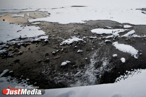 В Алапаевске машина с компанией парней провалилась под лед. Один из пассажиров погиб. ФОТО