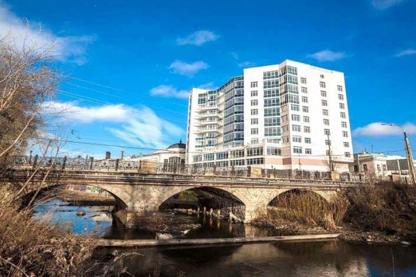 В Екатеринбурге в третий раз продают БЦ «Царский мост». Цена на него выросла