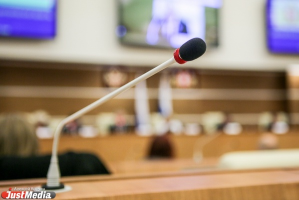 Госдума будет штрафовать недисциплинированных депутатов на 1/6 зарплаты за каждый прогул