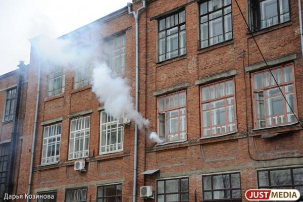 Десять человек вывели наулицу из-за пожара векатеринбургской многоэтажке