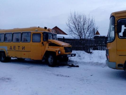 Свердловская прокуратура выявила значительные нарушения при проверке факта ДТП с двумя школьными автобусами