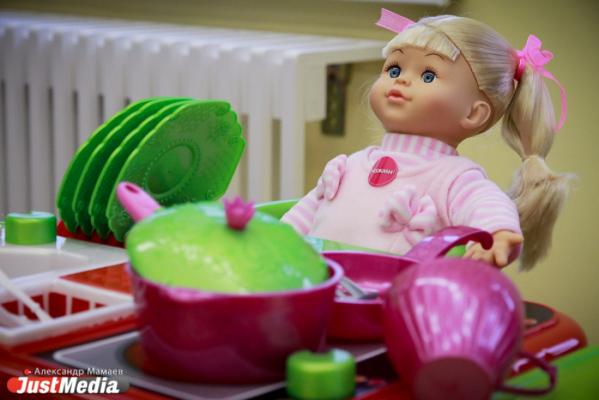 «Мечтаю о красивом фотоальбоме и наборе посуды для всей семьи». Ново-Тихвинский монастырь собирает Рождественские подарки для детей