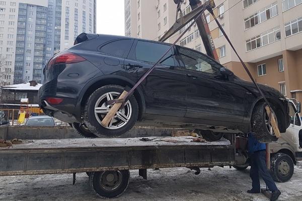 Екатеринбургский бизнесмен, кинувший своих партнеров, лишился Porsche стоимостью в 10 раз дороже суммы долга