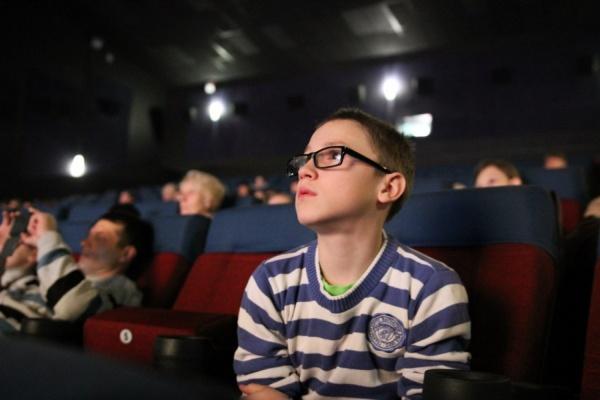 Свыше 150 детей с ограничениями слуха и зрения станут участниками бесплатного кинопоказа в рамках акции #ЩедрыйВторник