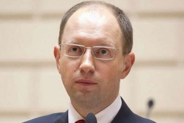Яценюк сравнил Порошенко с танком