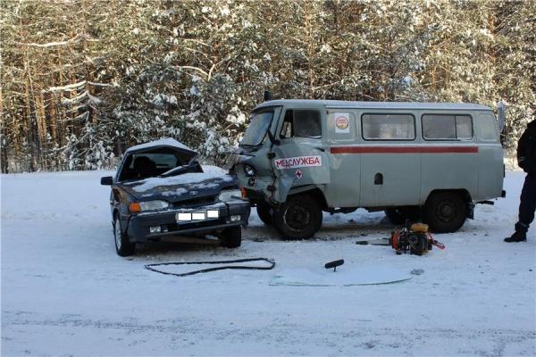 Под Нижним Тагилом вДТП сучастием автомобиля скорой помощи погибла женщина