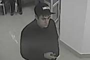 В Екатеринбурге неизвестный украл из больничного гардероба дорогостоящую шубу. ФОТО и ВИДЕО