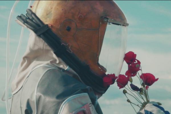 Уральские музыканты сняли космический клип в Крыму: вторгались в Долину духов и сражались на мечах на древнем кладбище. ВИДЕО