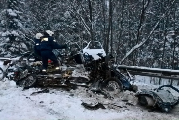 За выходные в Свердловской области произошло более 700 ДТП. На заснеженных дорогах погибли 8 и покалечились 19 человек