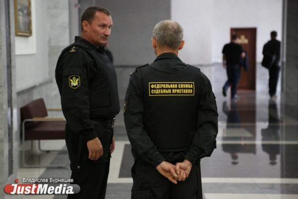 Судебные приставы вернули вЕкатеринбург 2-х несовершеннолетних детей, которых похитил отец