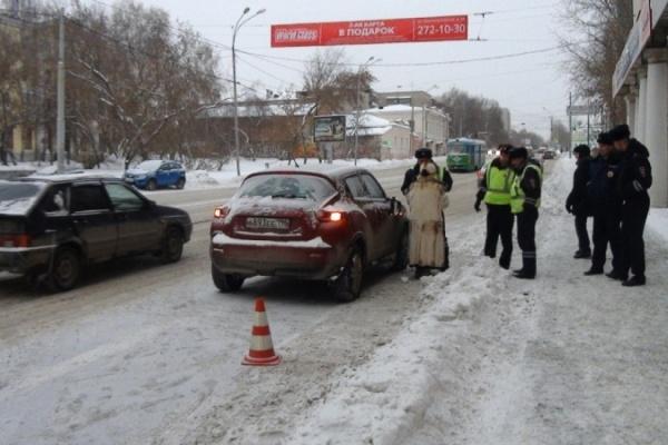 На Куйбышева автоледи-нарушительница сбила школьника, а на ВИЗе его ровесник сам кинулся под колеса авто